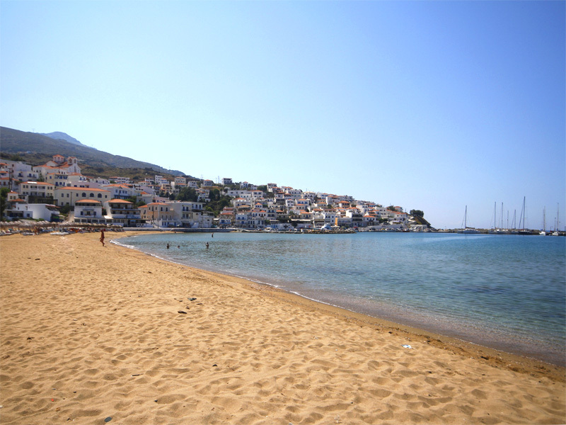 Best beaches in Andros: Batsi beach